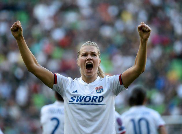 Ada Hegerberg comemora o tetracampeonato do Lyon na Champions League