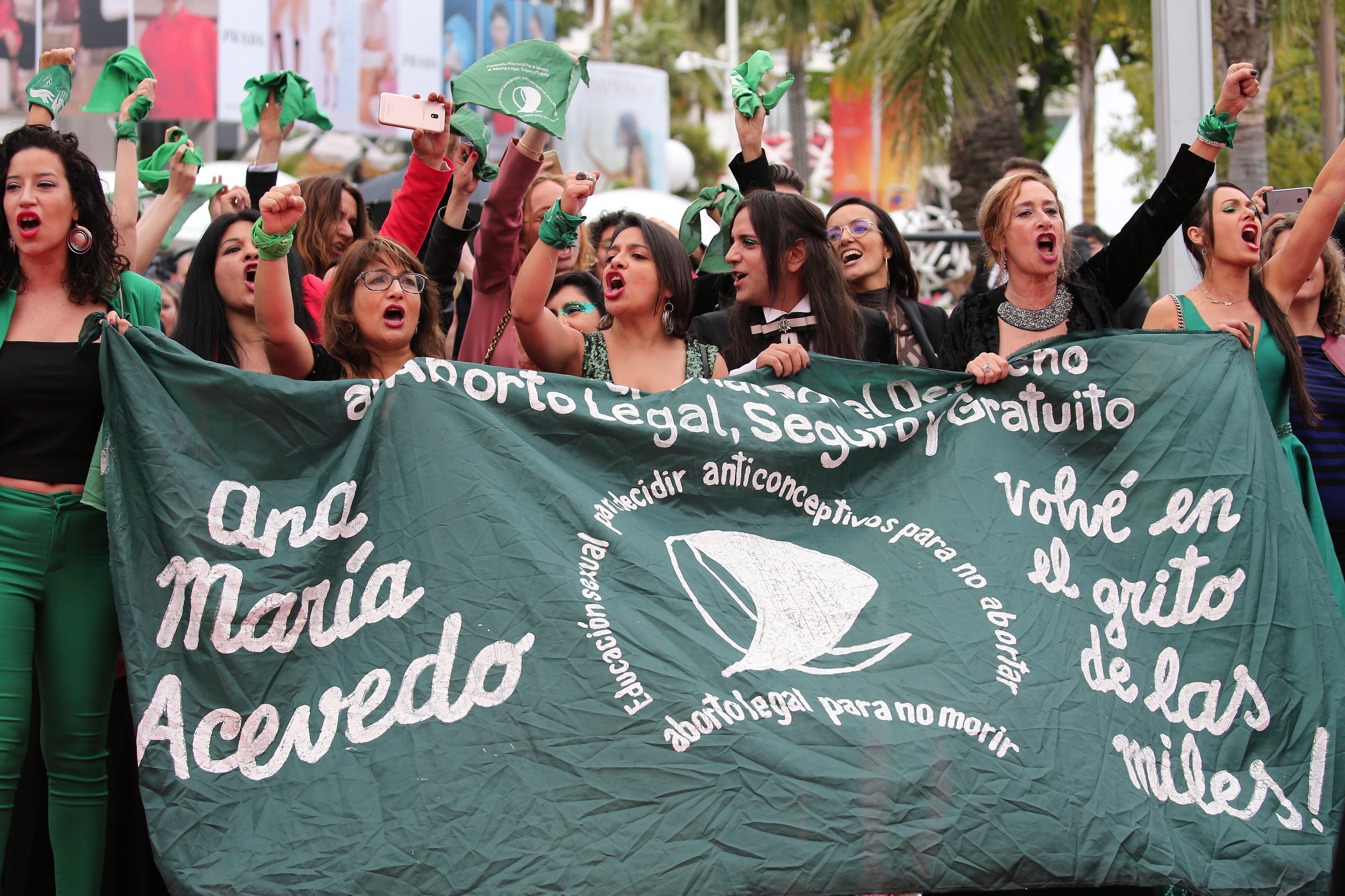 Cannes: mobilisation de femmes pour défendre