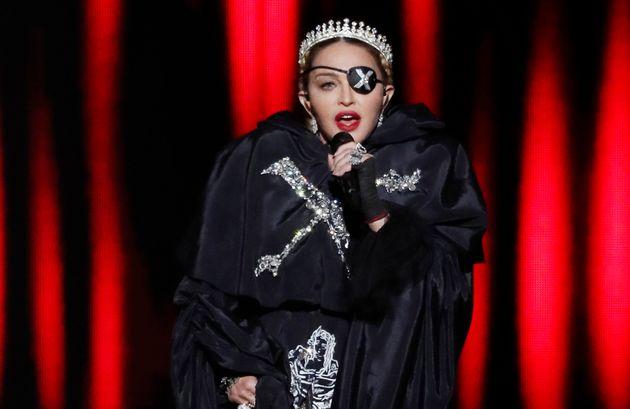 30 anos depois de seu lançamento, Madonna canta Like a Prayer na final do