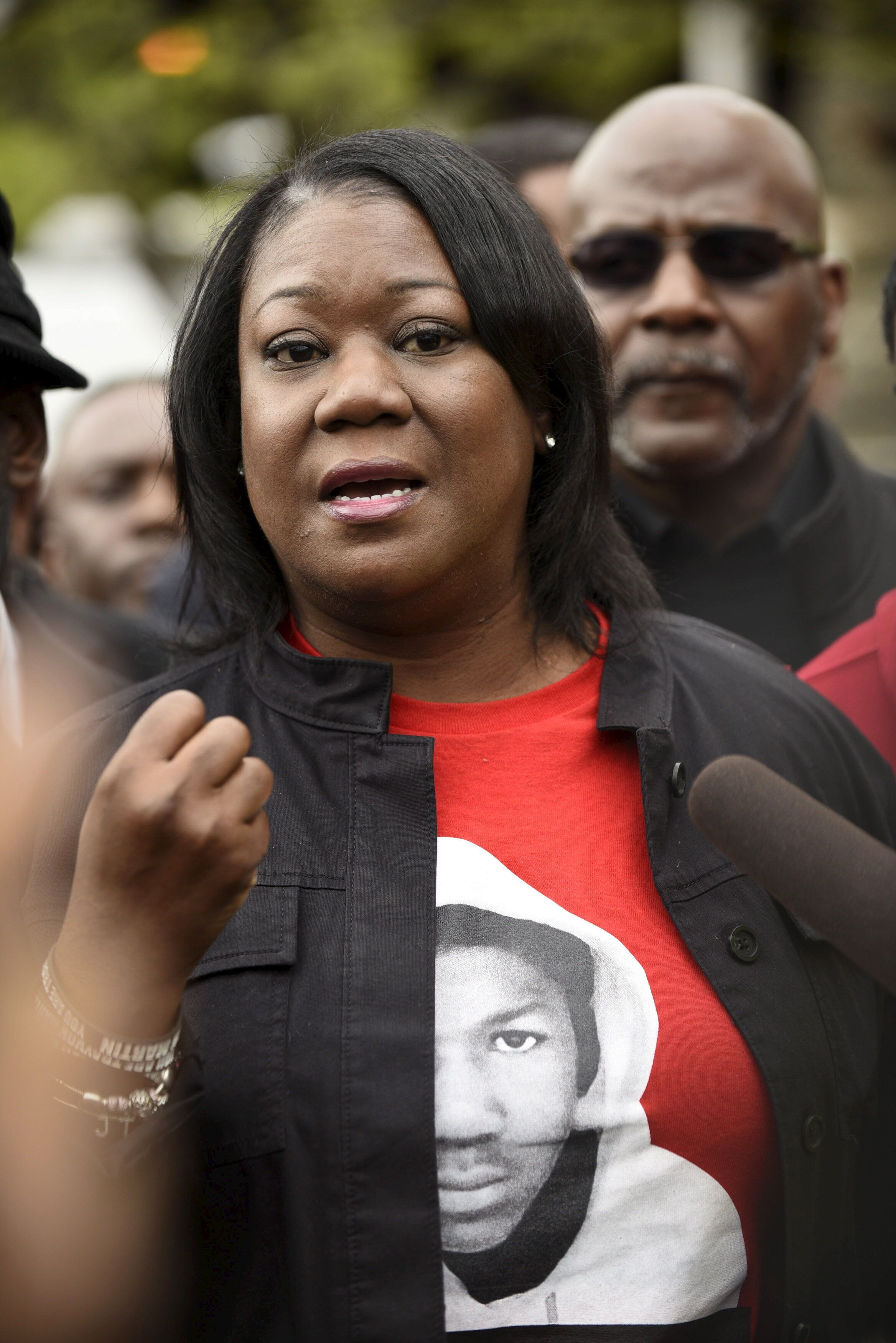 Trayvon Martin's mother Sybrina Fulton speaks to the media in front of the Baltimore Central Booking and Intake Center in Baltimore, May 1, 2015. REUTERS/Sait Serkan Gurbuz