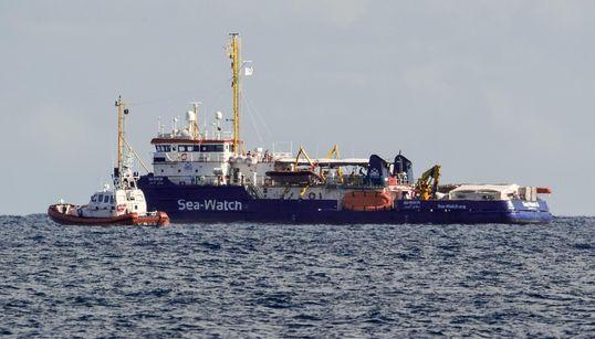 A TERRA I MIGRANTI DELLA SEA WATCH - La Procura di Agrigento sequestra la nave e li fa sbarcare (di G.