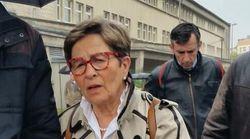 En larmes devant le CHU de Reims, la mère de Vincent Lambert dénonce