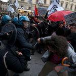 In mille protestano a Firenze contro Salvini: cariche della