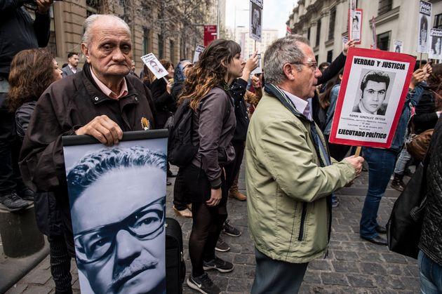 Imagen de archivo de una manifestación en Chile para conmemorar el fin de la dictadura y pedir...