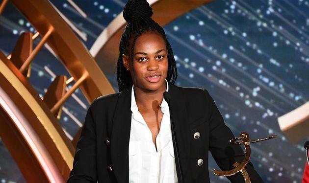 La Parisienne Marie-Antoinette Katoto a reçu le prix UNFP du meilleur espoir du football féminin...