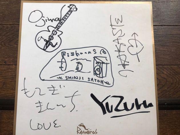 坂井さんがオリジナルメンバーからもらったサイン。