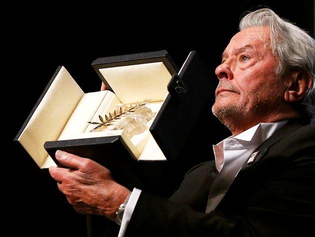 Au revoir! Alain Delon vince a Cannes e si commuove per l