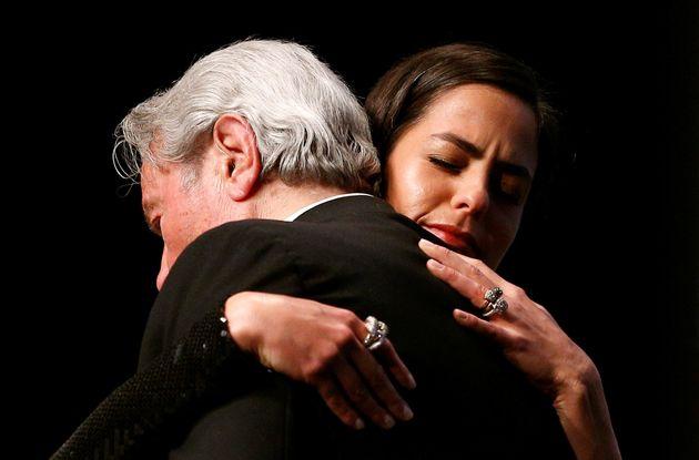 Alain Delon vince a Cannes e si commuove per l'addio: