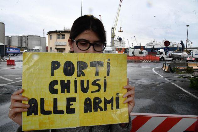 Nave saudita con armi attracca a Genova: fermo il carico per