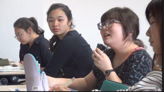 「自分の考えを伝える方法」を質問する学生