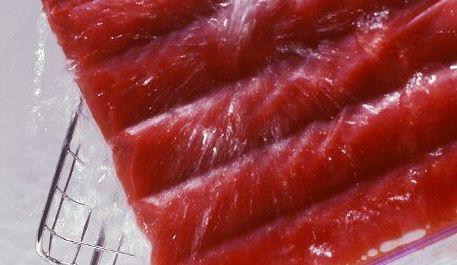 Una experta alerta del peligro de descongelar alimentos a temperatura