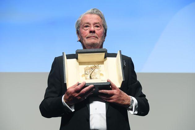 Φεστιβάλ Καννών: Η τιμητική βράβευση του Αλέν Ντελόν και τα δάκρυα στη
