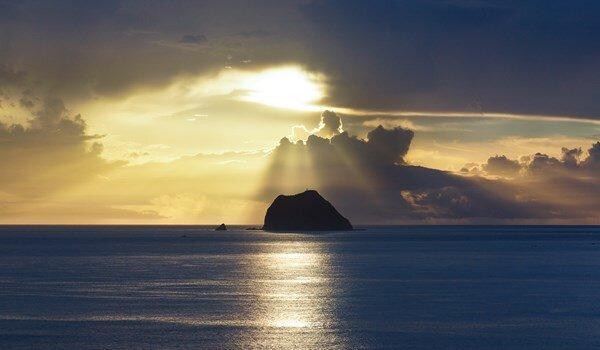 遠望基隆嶼也很優美。(圖片來源/基隆旅遊網)