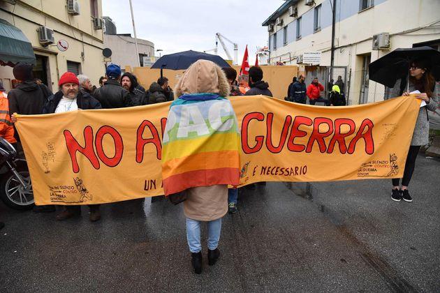 Nave saudita con armi attracca a Genova: fermo il carico per la protesta dei