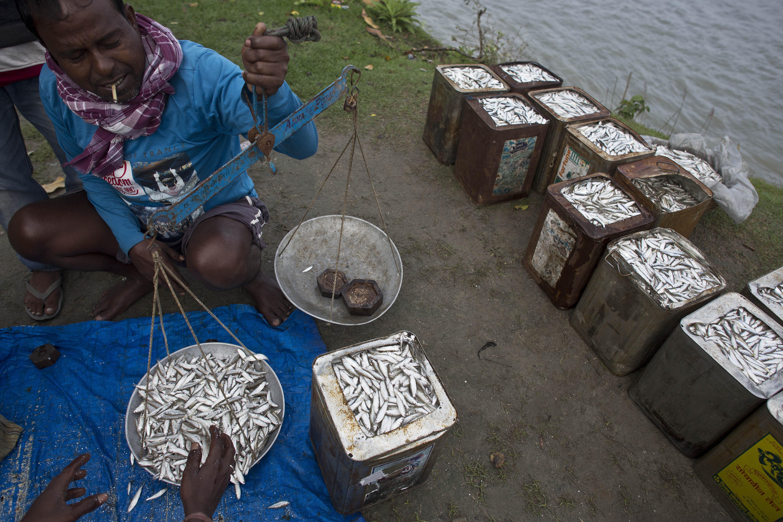 Μπαγκλαντές: Μια χώρα με ακραία φτώχεια απαγορεύει καθολικά το