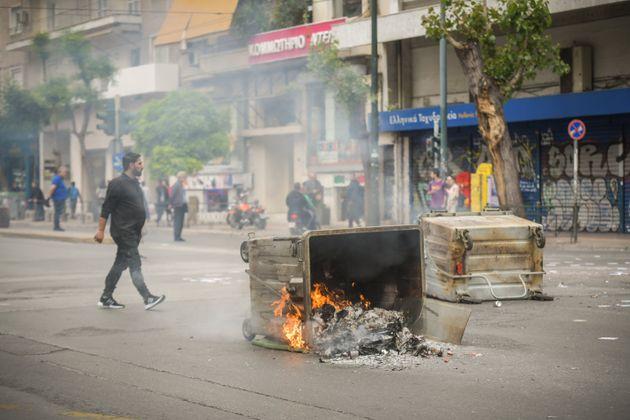 Φωτιές σε κάδους και φέιγ βολάν για τον Κουφοντίνα έξω από ΑΣΟΕΕ, Γεωπονική και