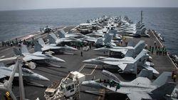 Πάνοπλο το αμερικανικό αεροπλανοφόρο USS Abraham Lincoln στην είσοδο των στενών του