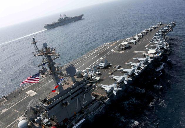 USS Abraham Lincoln. 19 Μαϊου 2019, σε απόσταση...