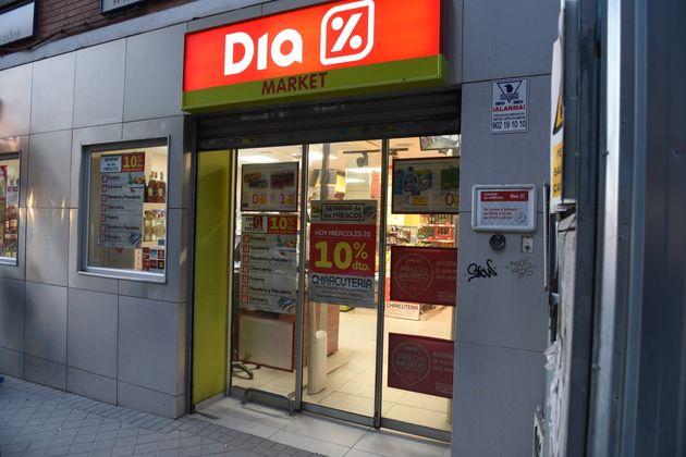 Los supermercados Dia se salvan de la quiebra en el último