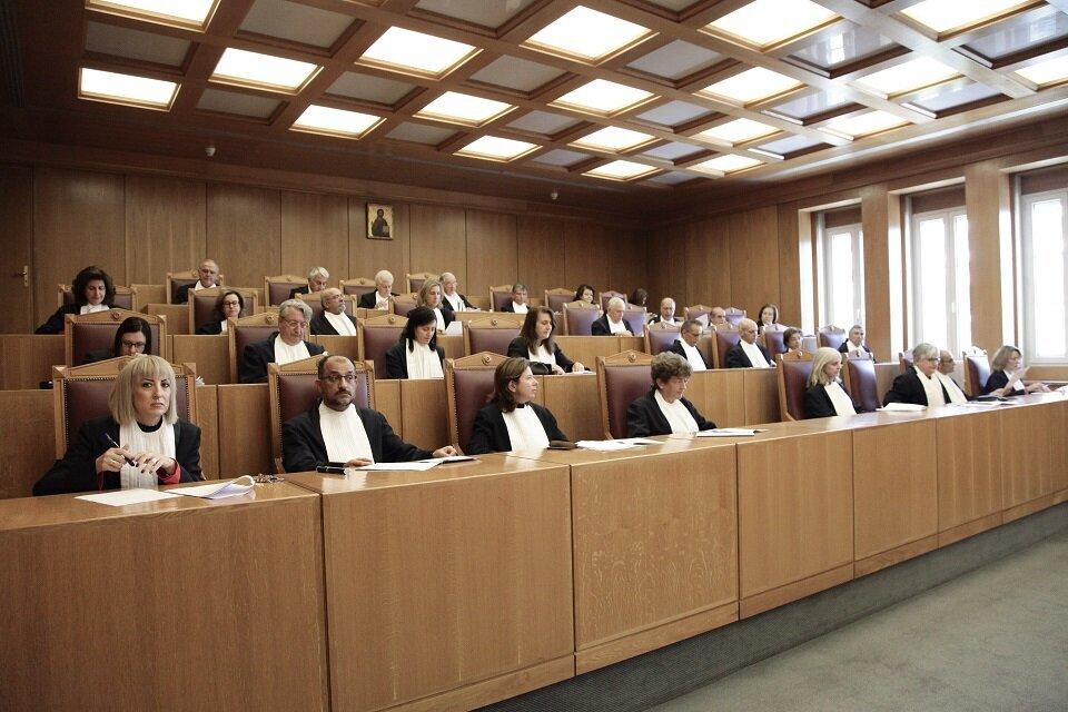 ΣτΕ: Συνταγματική η κατάργηση των δώρων στους δημοσίους