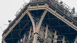 Si arrampica a mani nude sulla Tour Eiffel: afferrato dai