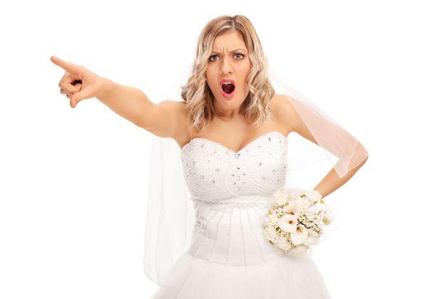 Proibir amamentação, implante de silicone nos seios, mudar o tema do casamento para Senhor...