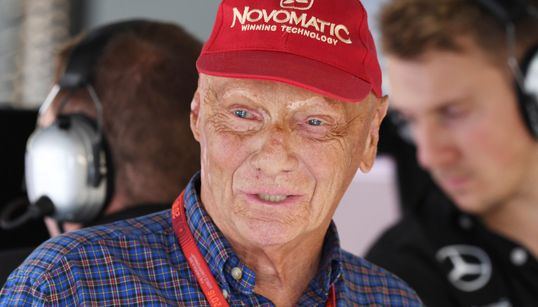 """SE NE VA UNA LEGGENDA DEI MOTORI - È morto Niki Lauda, il """"computer"""" della Formula 1. Aveva 70"""