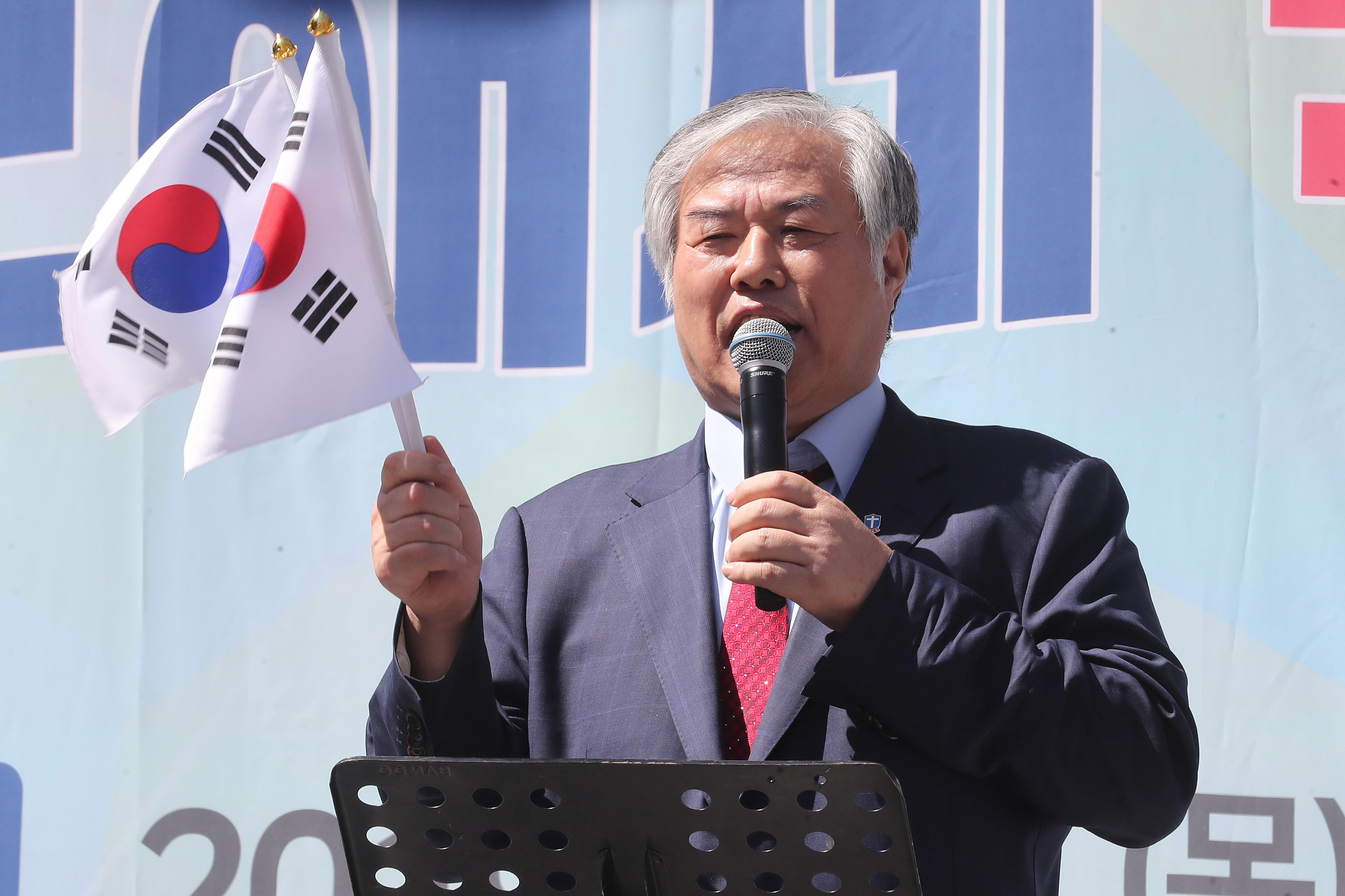 전광훈 목사 취재하던 MBC 기자들, 교회 신도들에게