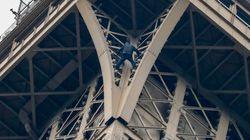 Scala a mani nude la Torre Eiffel e rimane 7 ore sospeso nel vuoto. Catturato dai