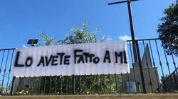 Anche le suore di clausura protestano contro Salvini con uno striscione