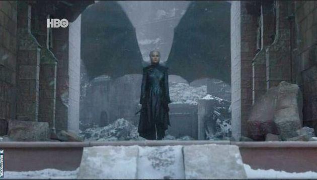 Ode alla madre dei draghi, ode a Khaleesi, la regina nata e morta nella tempesta