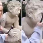 한 인스타그램 모델이 200년 된 동상을