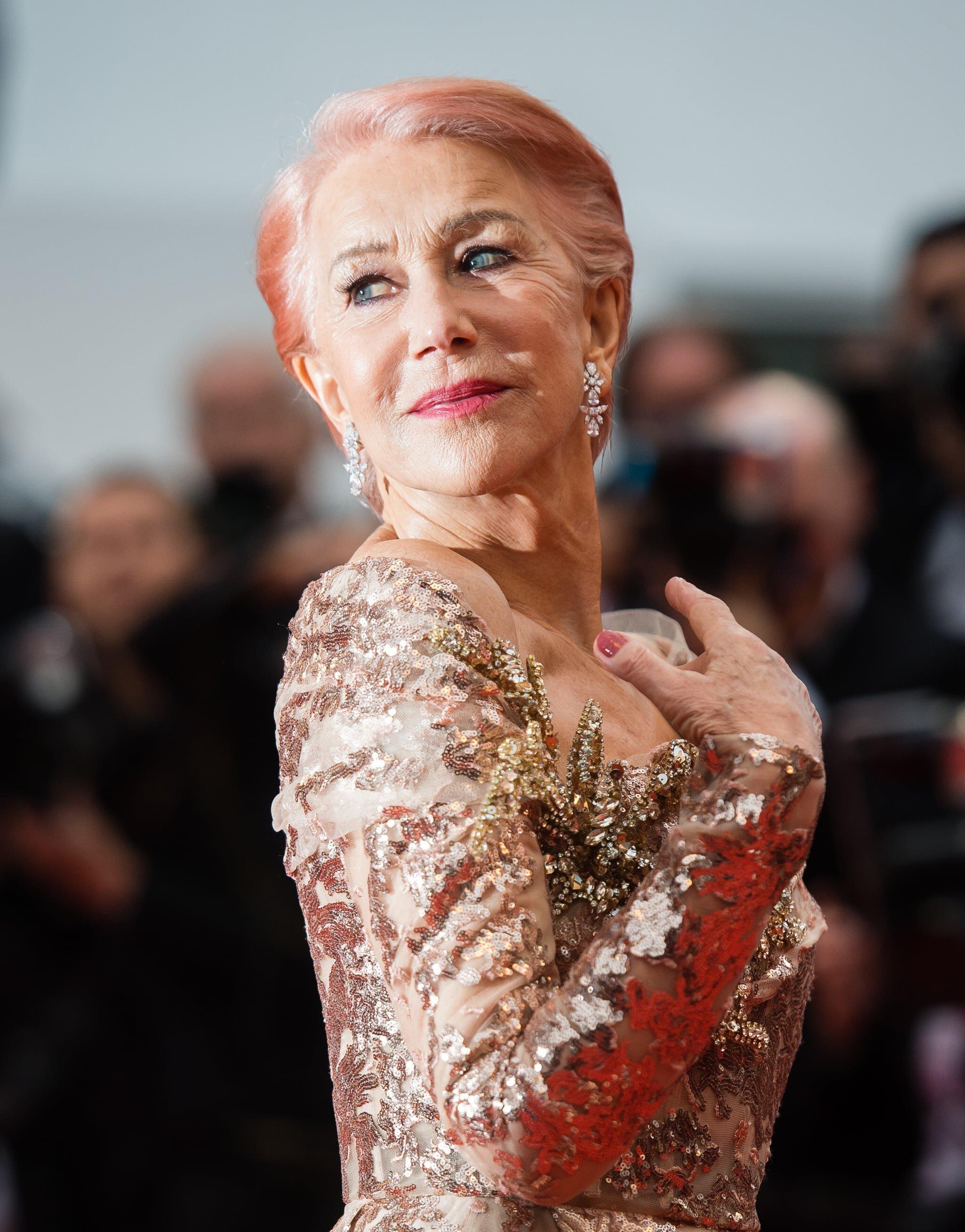 Helen Mirren sul red carpet di Cannes in total pink dimostra che è sempre lei