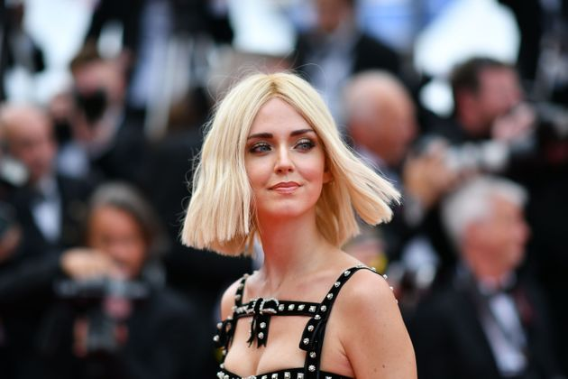 Chiara Ferragni sfida la sobrietà di Cannes con un look