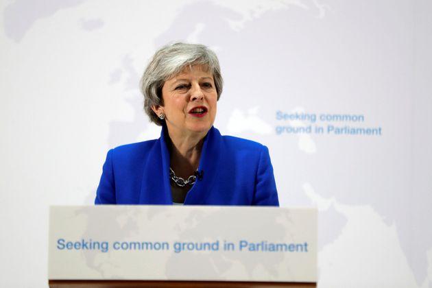 Nuovo piano May per la Brexit: spunta anche ipotesi di un secondo