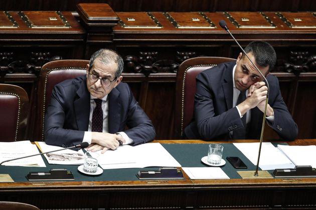 """""""Decreto famiglia senza coperture"""". Tria blocca Di"""