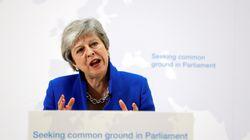 May abre la posibilidad de votar un segundo referéndum si el Parlamento aprueba su plan de