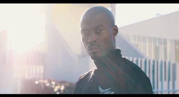 Le rappeur Nick Conrad dans son clip