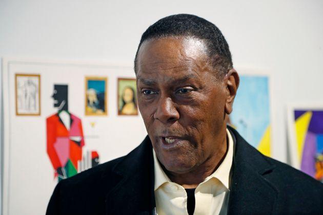 Depuis sa libération, Richard Phillips subvient à ses besoins en vendant des tableaux qu'il...