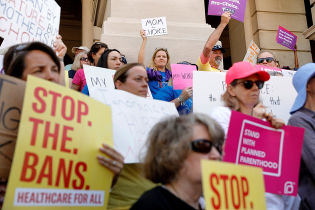 No último mês, milhares de mulheres norte-americanas foram às ruas protestar contra...