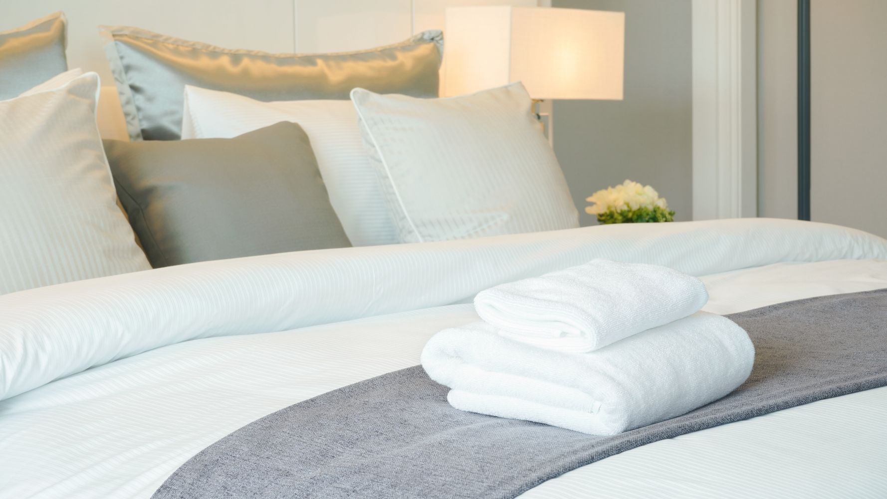 20 Tricks You Can Use to Score a Cheap Hotel Room | HuffPost