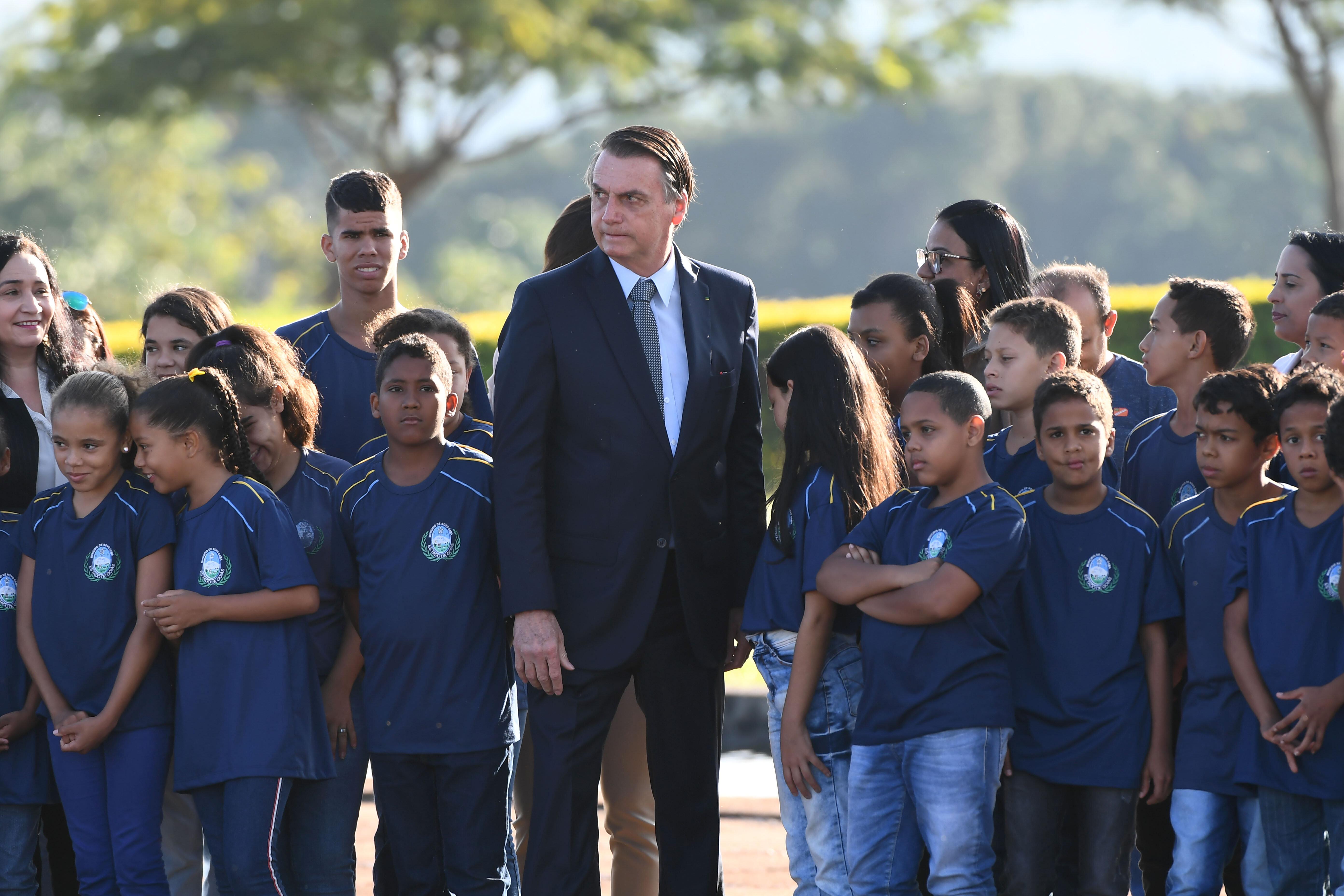 Bolsonaro decide não ir a manifestação no domingo e orienta ministros a não