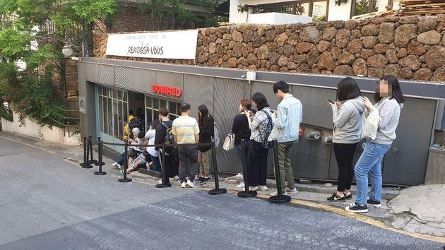 서울 인앤아웃 버거 팝업스토어에 7시부터 줄이