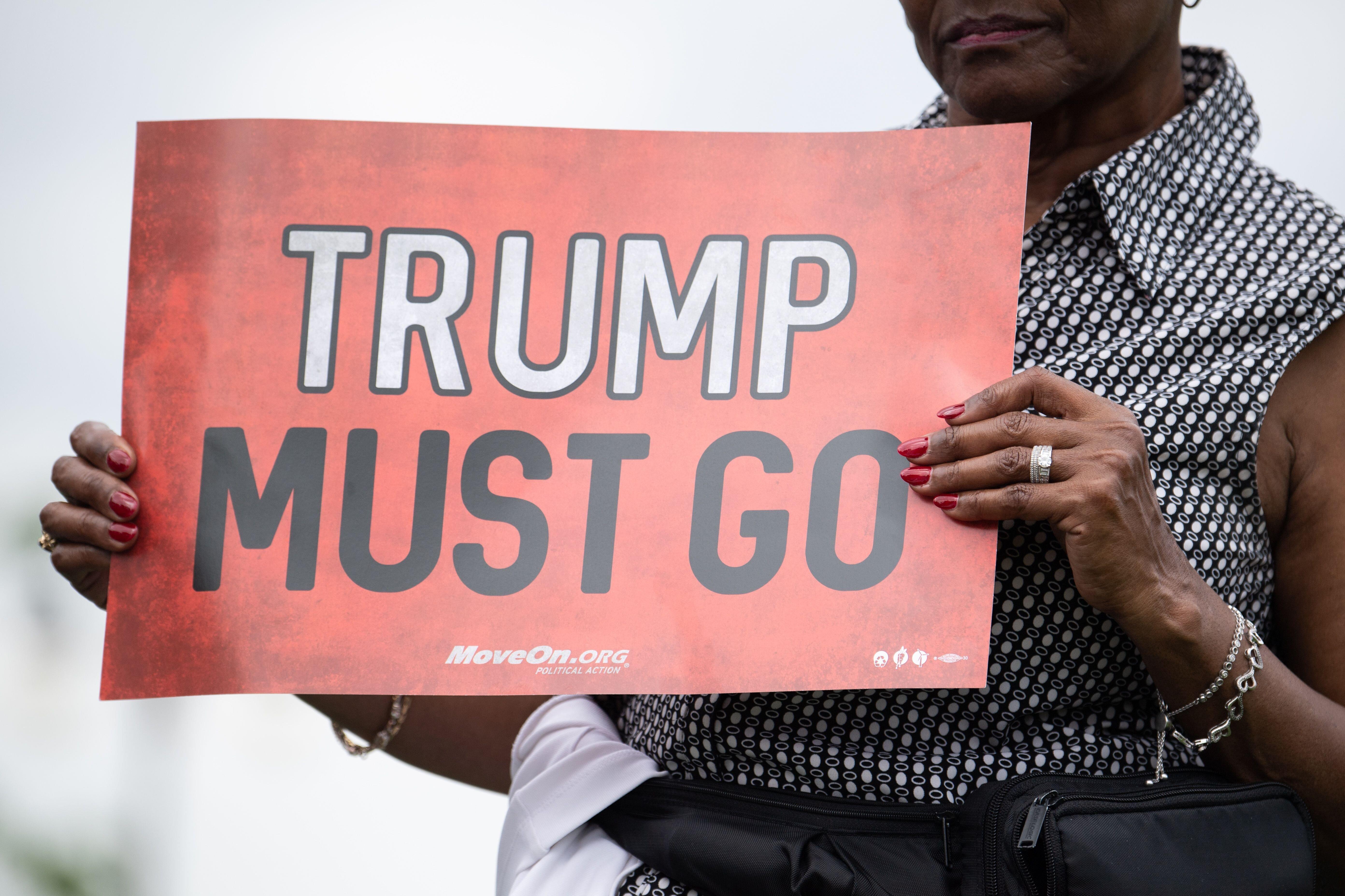 민주당 하원의원들이 '트럼프 탄핵' 놓고 지도부와 격론