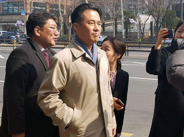 경찰이 손석희 JTBC 대표를 폭행혐의로 기소의견