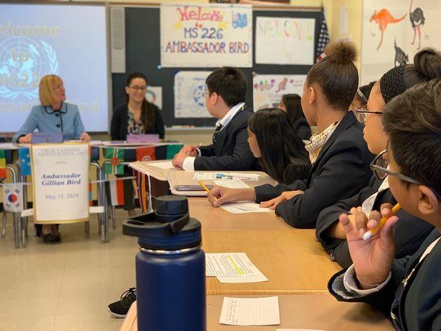 オーストラリアの国連大使がニューヨーク市の公立中学校でレクチャー。これも国連本部のあるニューヨークならでは。