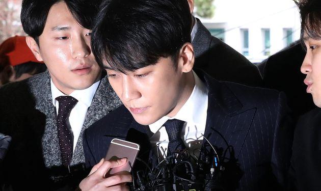 '경찰총장' 윤모 총경이 청와대 행정관에게 만남을 제안했다는 보도가