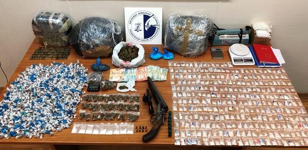 «Σούπερ μάρκετ» ναρκωτικών έξω από την ΑΣΟΕΕ: Εντοπίστηκαν 1.362