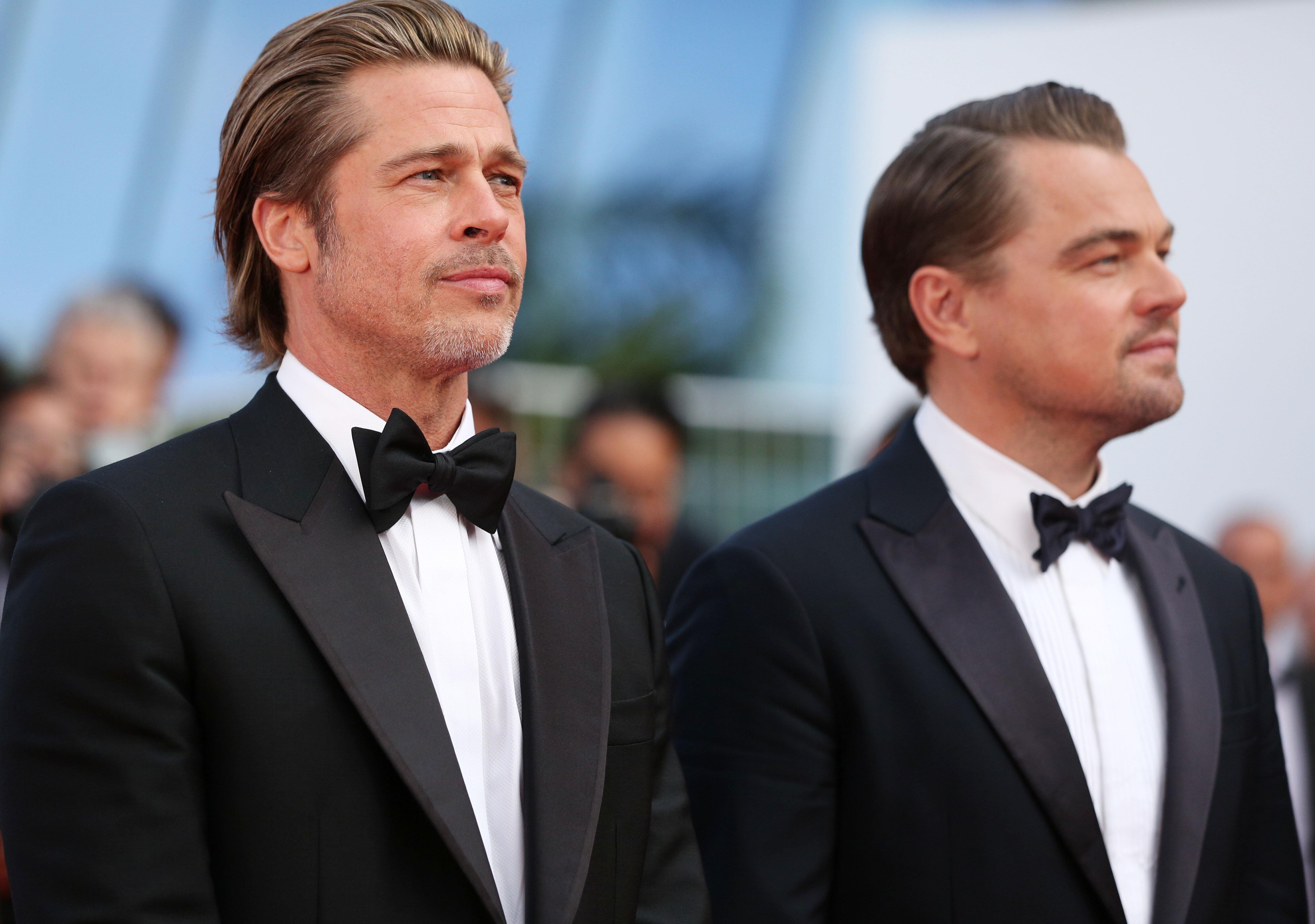 Leonardo Di Caprio e Brad Pitt, gemelli in smoking, fanno impazzire il tappeto rosso di