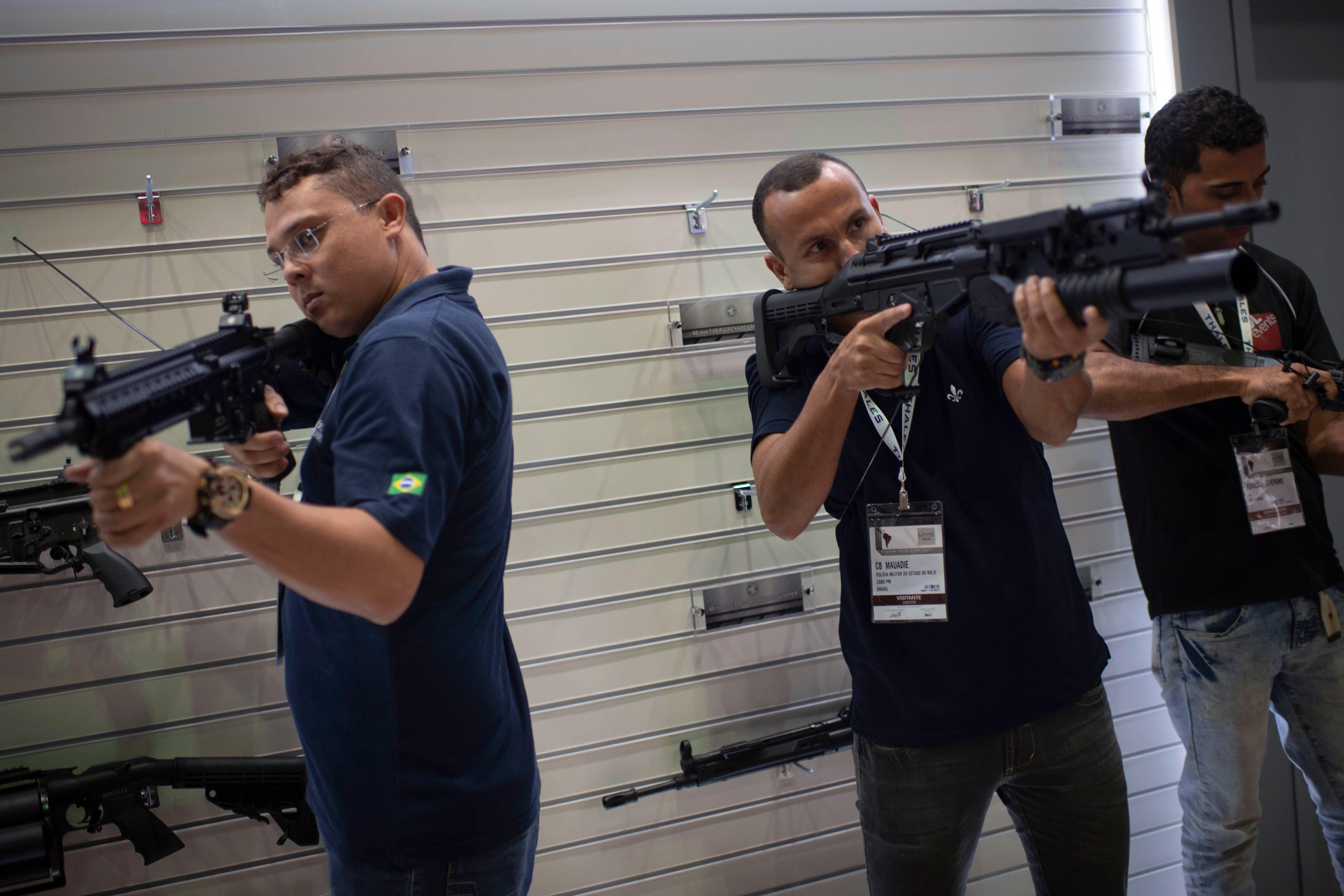 Governo recua em decreto de armas mas ainda permite fuzis para proprietários
